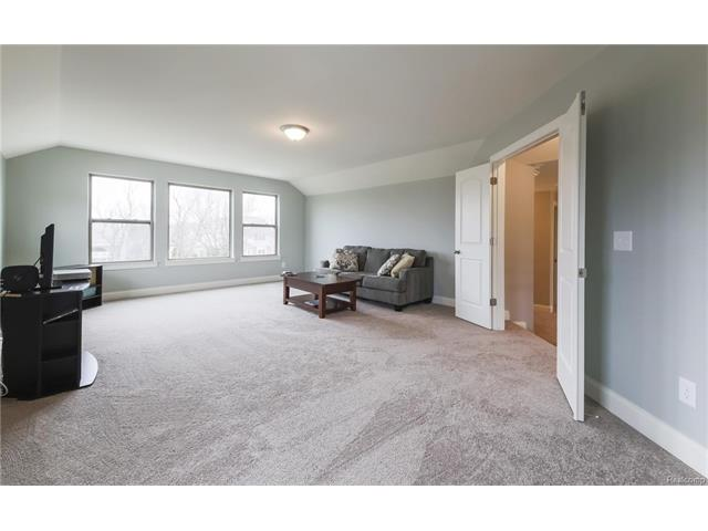 spacious bonus room in 48330 sherwood