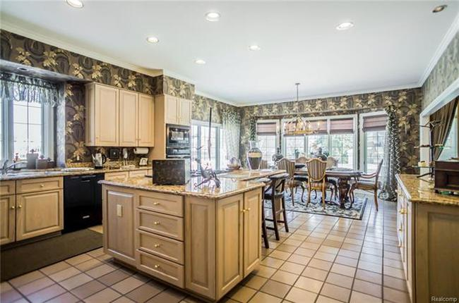 chef's kitchen in plymouth mi luxury home