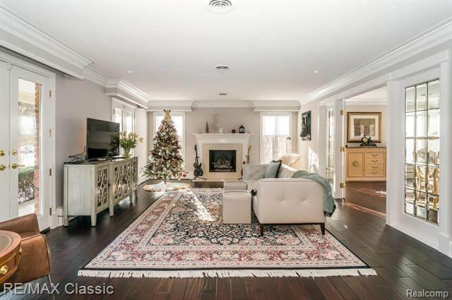 12881 Beacon Hill Drive Living Area